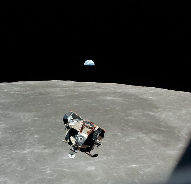 Me gusta esta foto, incluye la nave, la Luna y la Tierra