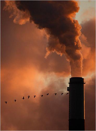 Chimenea cerca de Emmitt, Kan. Las conversaciones sobre un nuevo tratado climático siguen estancadas.