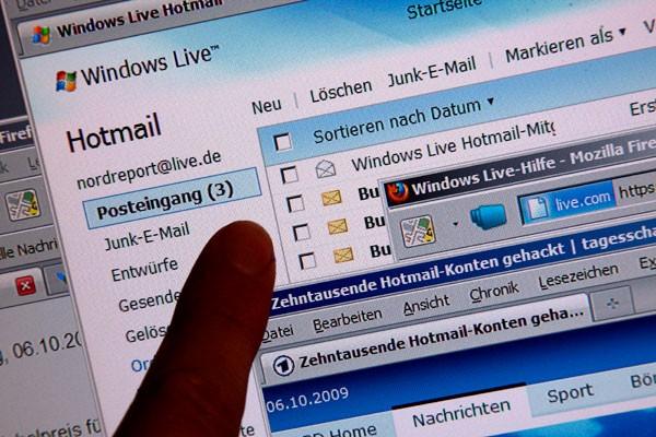No solo los usuarios de hotmail fueron perjudicados sino tambien  Gmail, Yahoo o AOL. Aunque muchas son falsas, en el caso de Gmail y Hotmail se ha comprobado la autenticidad de una notable cantidad.