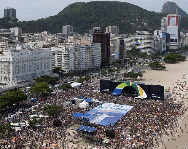 La playa de Copacabana cuando  la noticia fue anunciada