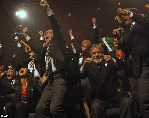 En el momento de la delegación de Río de Janeiro, escucha los resultados de su exitosa oferta